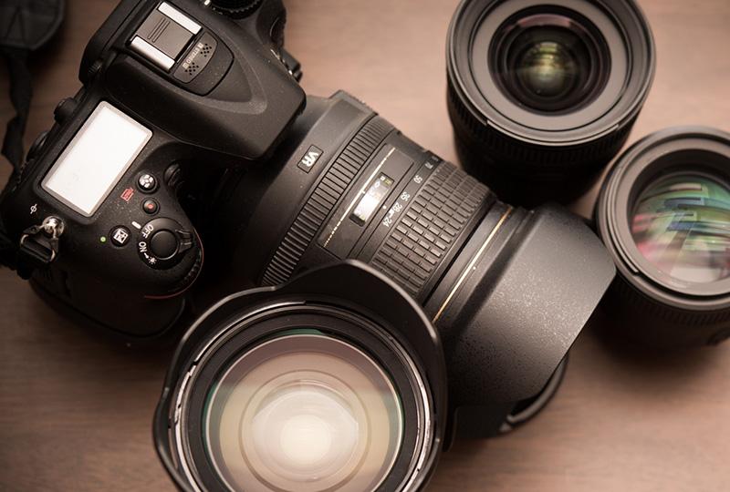 なぜカメラレンズは黒い?