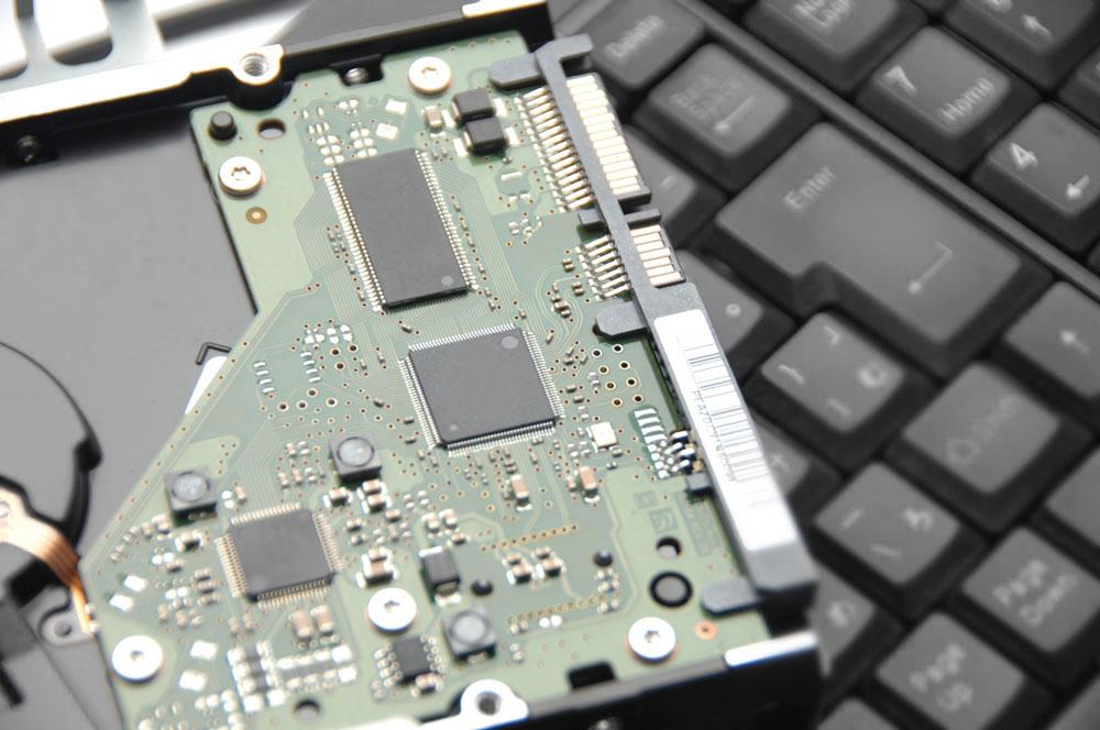 パソコンとハードディスクイメージ