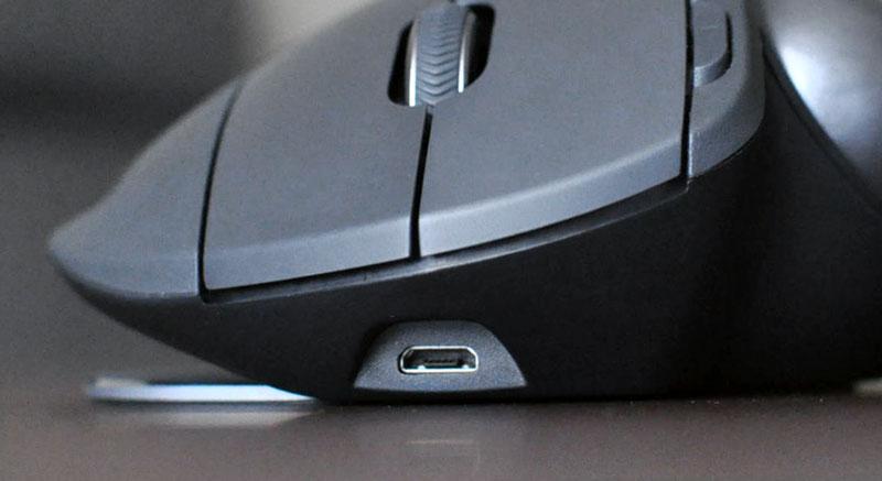 MX ELGOの充電用USB端子はMicro-B