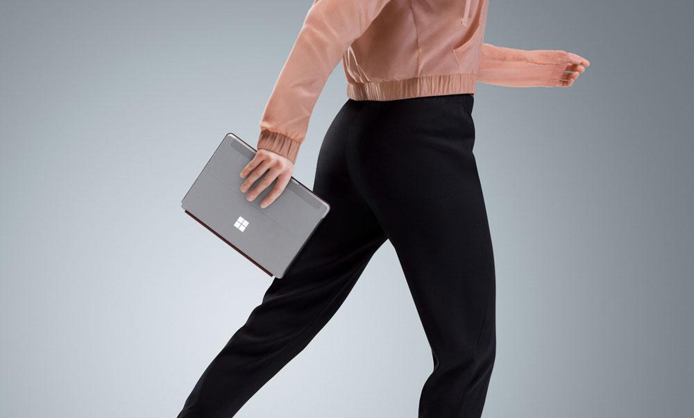 SurfaceProよりも小さく軽量化された廉価版SurfaceGo