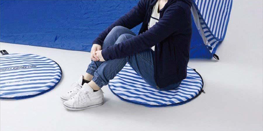 ポップアップテントのケースは地面・グラウンドに座るときのクッションにもなる