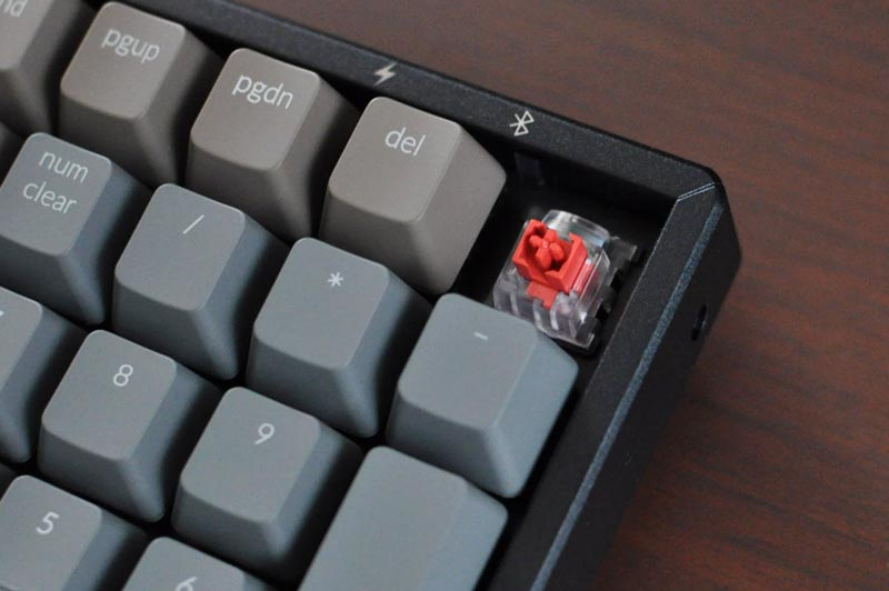 KeychronメカニカルキーボードK4のキースイッチ(赤軸オプティカルスイッチ)