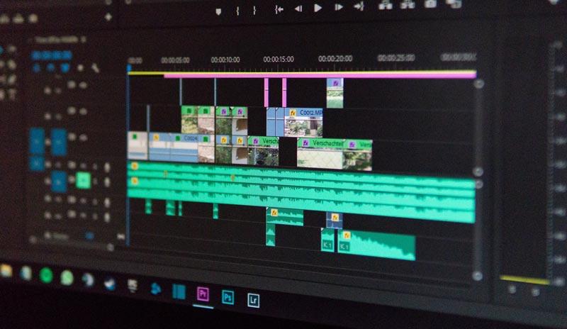 映像を編集するPC画面